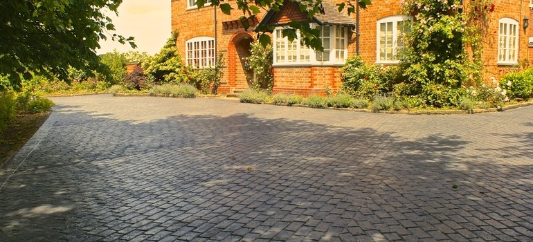 Old english cobble driveway - Bridgemere